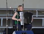 Gluži kā ērģeles... Akordeonu spēlē Marija Adijāne no Lendžu pagasta.