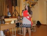 Konkursa dalībnieces uzrunā pagājušā gada uzvarētāja Baiba Kauliņa.