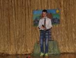 Sergejs Mihejevs 8.a klases vārdā sveic savas klases meitenes ar dziesmu.