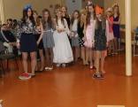 Vai mūsu princeses prot skriet ar vienu kurpīti kā Pelnrušķīte