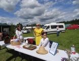 Kaunatieši gatavo herbāriju no Rāznas nacionālā parka augiem.