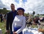 Pušas pārvaldnieks Viktors Afanasjevs kopā ar pagasta kultūras nama vadītāju Mārīti Šadursku.
