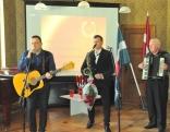 """Šlāgermūzikas ansambļa """"Dvinskas muzikanti"""" vadītājs Juris Ostrovskis šajā dienā sveica arī savus vecākus - Aleksandru un Albertu Ostrovskus."""
