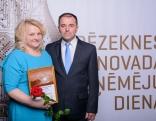"""Pateicība nominācijā """"Gada ģimenes uzņēmums"""" SIA """"Annas receptes"""", Anna un Einārs Baloži"""