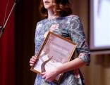 """Balvu nominācijā """"Gada tūrisma uzņēmums"""" pasniedza Rēzeknes novada domes Attīstības plānošanas nodaļas vadītāja Anna Jaudzema"""