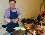 Gardo gaļas izstrādājumu ražotājs Roberts Apšenieks no Dricānu pagasta z/s Lejieši saņēma balvu kā laipnākais un galantākais pārdevējs