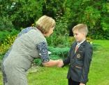 Pirmklasnieki saņem skolēnu apliecības
