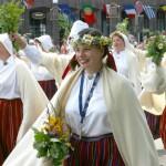Dricānu dziedātājas Dziesmu un deju svētku gājienā Rīgā (Aleksandrs Lebeds)