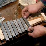 G.Igauņa seno mūzikas instrumentu darbnīcā (Aleksandrs Lebeds)