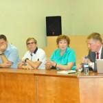 """No kreisās: politiķis Dzintars Zaķis, """"Rēzeknes autobusu parka"""" valdes loceklis Vasīlijs Smuļs, Saeimas deputāte Līvija Plavinska un satiksmes ministrs Anrijs Matīss"""