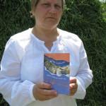 Dzejniece Līvija Liepdruviete ar jauno grāmatu