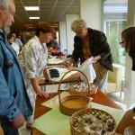 Bioloģiski audzētus ķiplokus piedāvāja Staņislava Igaune no Bērzgales pagasta