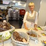 """""""Dzīļu"""" saimniece Aina Barsukova no Kārsavas novada piedāvāja dažādu veidu maizi."""