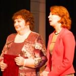 Sociālos darbiniekus sveic -(no kreisās) Silvija Strankale un Rita Žurzdina
