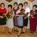 Atzinības raksta saņēmējas kopā ar savu vadītāju. No kreisās - Sanita Tauriņa, Inta Vegileja, Anna Tarakanova, Silvija Strankale, Zita Bautre, Nellija Pujate, Alla Dervinika, Svetlana Sprukte.