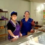 Kafejnīcas Korona pavāres Ludmila (no kreisās) un Marina