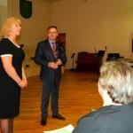 LPSDVA valdes priekšsēdētāja Iveta Sietiņsone, dāvinot Rēzeknes novada domes priekšsēdētājam Monvīdam Švarcam lietussargu, uzsvēra, ka Rēzeknes novads ir tas labais piemērs, kur vadība tik lielā mērā izprot un atbalsta sociālo dienestu.