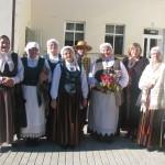 Vērēmu folkloras kopa Vorpa un Natālija Nikoļenko pēc koncerta Pilcenē