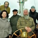 Kokursa vērtēšanas komisija kopā ar SIA BURU GURU kapteini Andri Strucki uz SEA ESTA komandtiltiņa