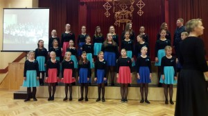 kokneses mūzikas skolas vecāko klašu koris (vadītāja Lelde kamzole Gagaine)