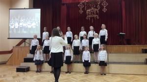 Rīgas Imantas vidusskolas meiteņu koris Unda (vadītāja Rita Birzule)