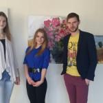 Ēnas Santa Latiševa Čudare un Viktorija Adijāne kopā ar Rēzeknes novada pašvaldības jaunatnes lietu speciālistu Jāni Šaudiņu