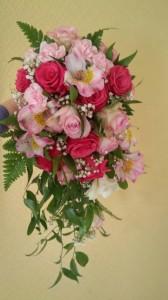 Ziedu pušķis, ko Ruta darināja floristikas kursos