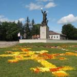 """Latgales atbrīvošanas pieminekļa """"Vienoti Latvijai"""" 70. gadadienas svinības 2009. gadā, foto: Aleksandrs Bondarenko"""