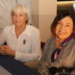 No kreisās Rēzeknes novada Tūrisma informācijas centra vadītāja Ligita Harčevska un literāte Anna Rancāne Latgales Tūrisma Gada balvas 2018 pasniegšanas ceremonijā.