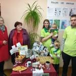 Babru ģimene kopā ar Gaigalavas pagasta pārvaldes vadītāju Valentīnu Pusti (no labās) un Rēzeknes novada domes priekšsēdētāja vietnieci Elvīru Pizāni.